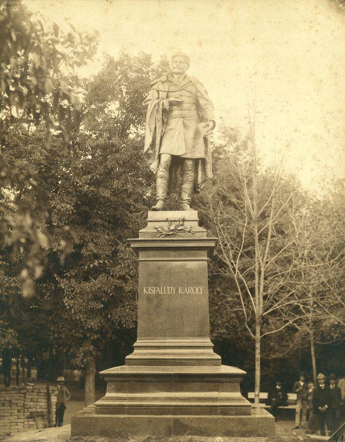Kisfaludy Károly szobra a Sétatéren (Ltsz: XJM. F.413.)