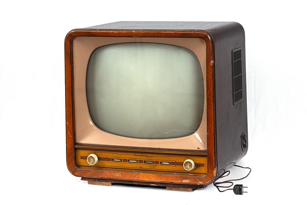 2. kép. – Videoton Munkácsy tévé. Leltári szám: RHT.2020.33.2. Méretek: 60 x 57 x 47 cm