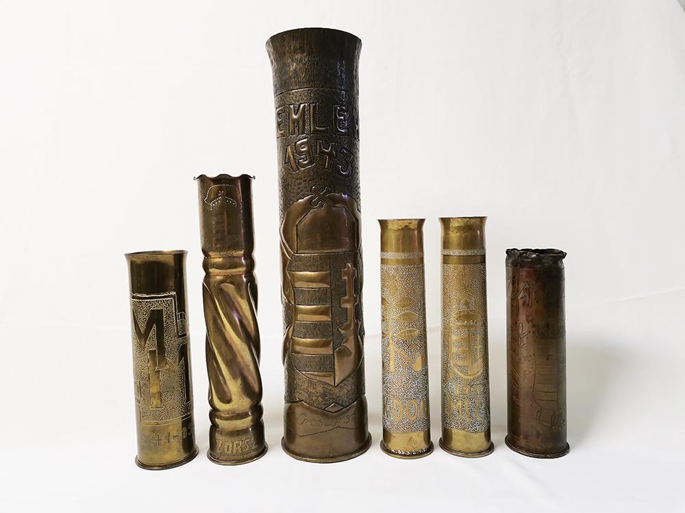 Lőszerhüvelyből készült vázák