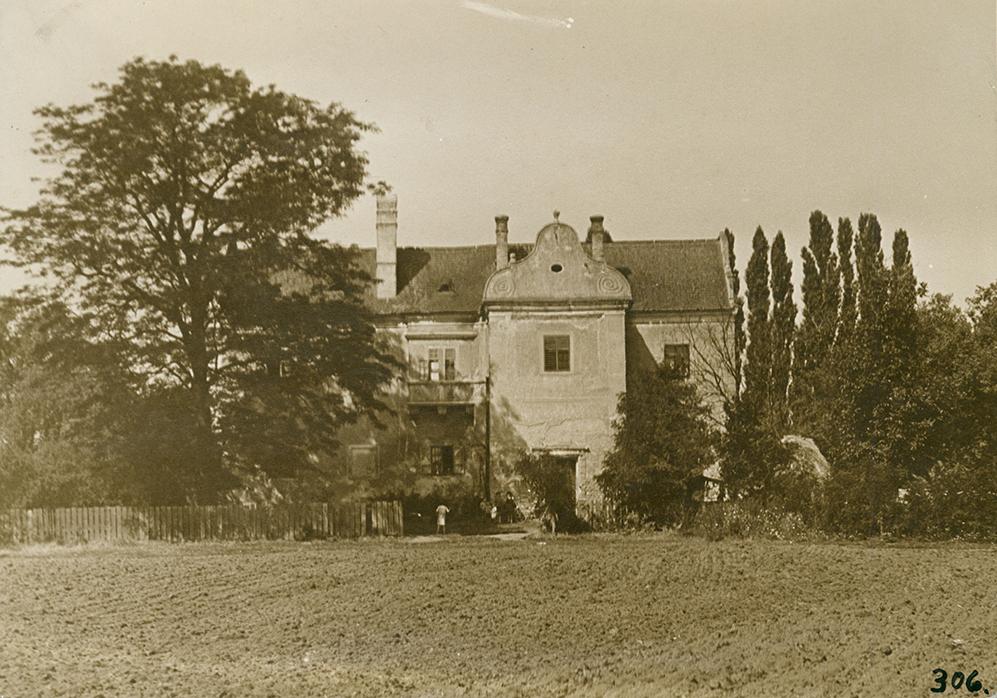 A révfalui Torkos-kastély. Zselatinos ezüst, 1920-as évek, , 170×230 mm, ltsz: XJM.F.306.