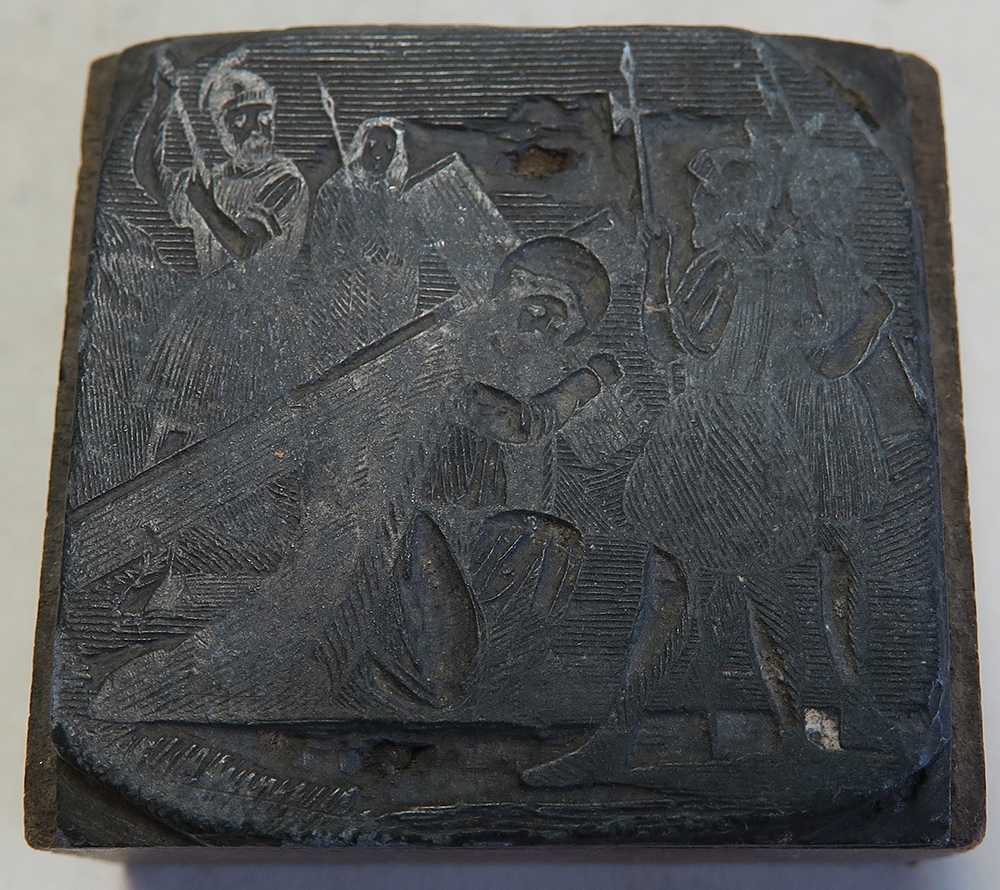 C.68.4.72. A nyomódúc egyaránt ábrázolhatja, ahogy Jézus a vállára veszi a keresztet (II. stáció), vagy amint Jézus elesik a kereszttel. (III.,VII., vagy IX. stáció)