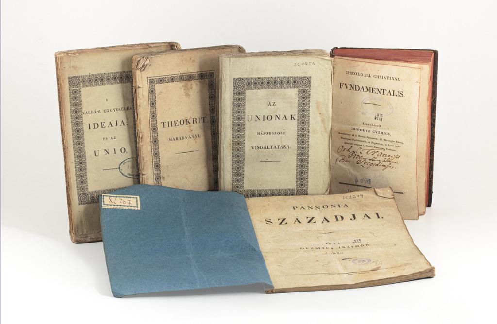 Guzmics Izidor első kiadású munkái a múzeum gyűjteményében (Fotó: Tanai Csaba Taca)
